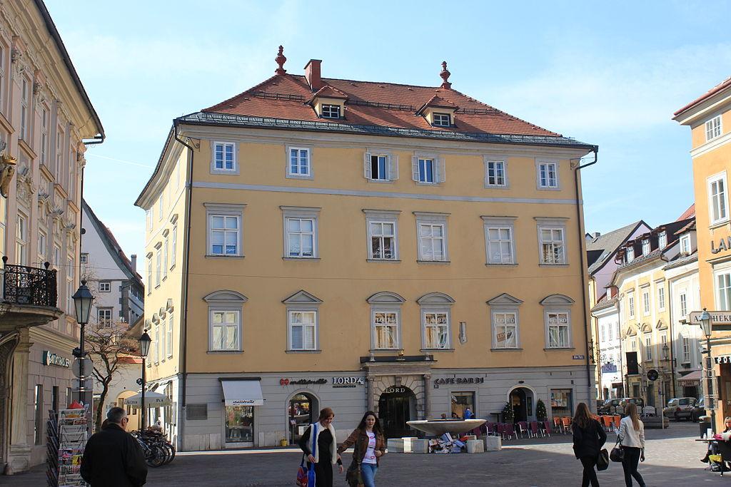 Bürgerhaus Zur Goldenen Gans © by Raul de Chissota