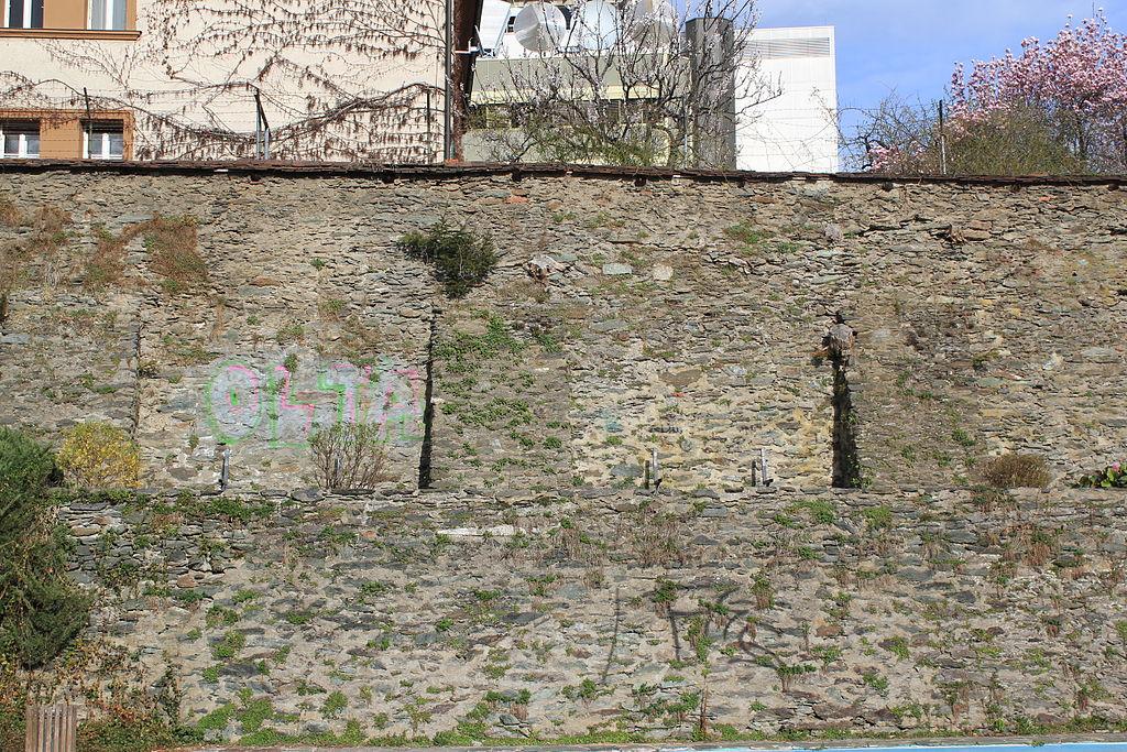 Teile der ehem. Stadtbestigung (Stadtmauer und -graben) Weitere Einzelheiten Teile der ehem. Stadtbestigung (Stadtmauer und -graben) © by Raul de Chissota