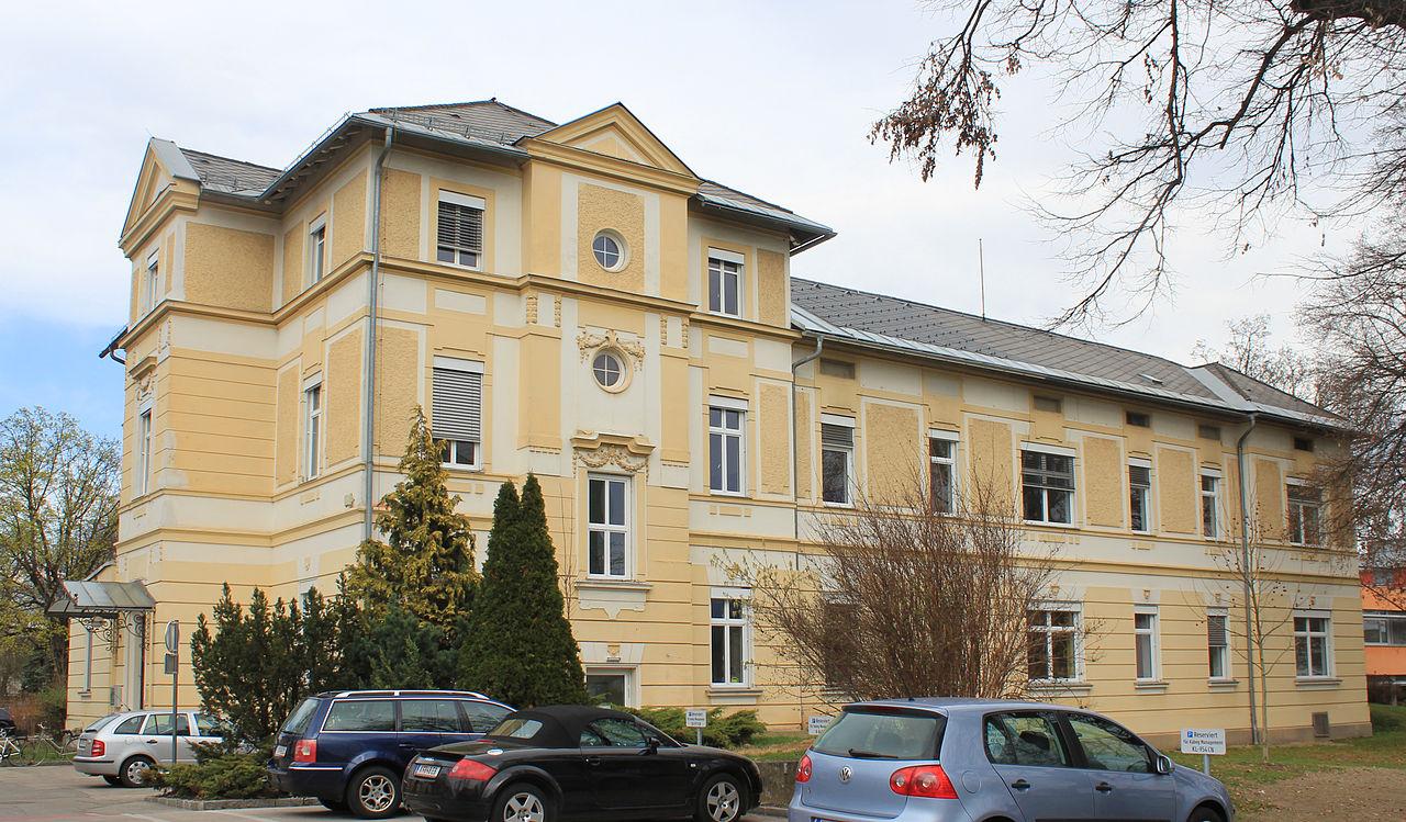 Landeskrankenhaus Klagenfurt – Verwaltungsgebäude © by Raul de Chissota