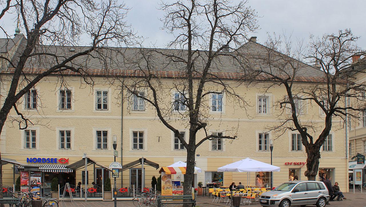 Wohn- und Geschäftshaus, Stadthaus © by Raul de Chissota
