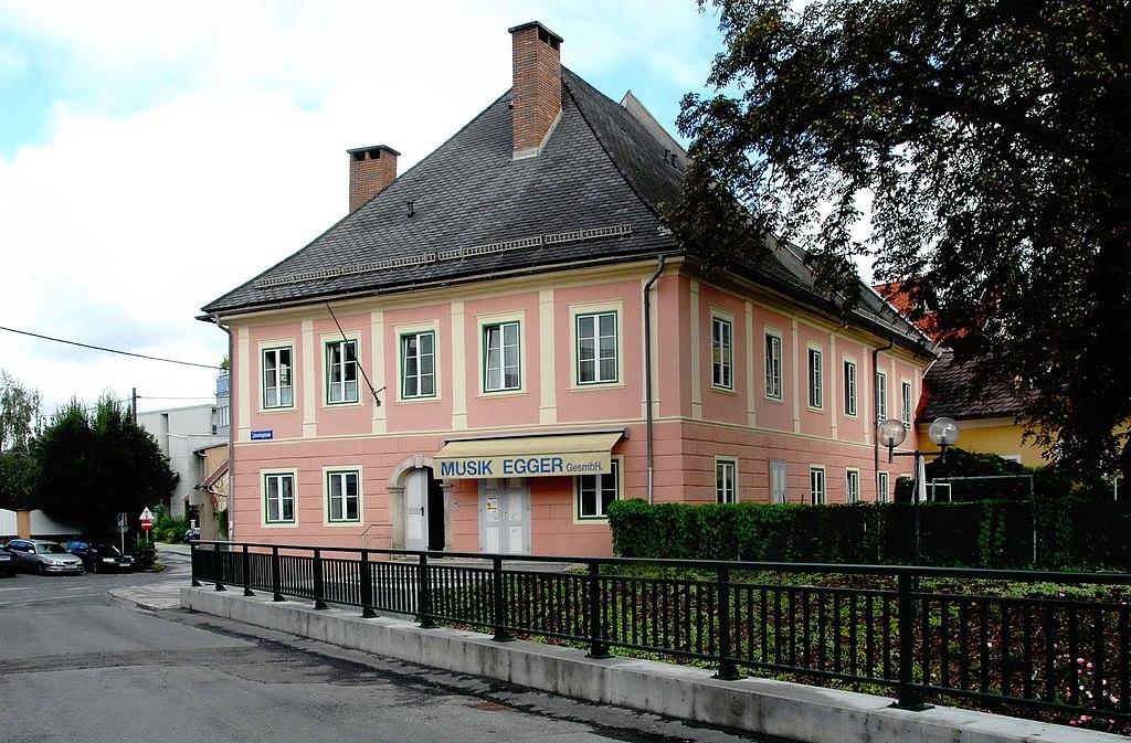 Wohn- und Geschäftshaus © by Johann Jaritz
