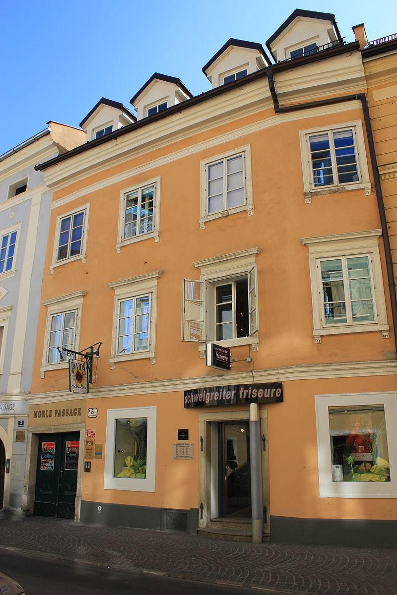 Bürgerhaus, Wohn- und Geschäftshaus © by Raul de Chissota