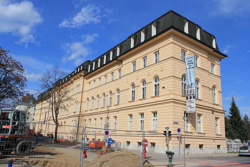 Bundes-Handelsakademie und -schule © by Raul de Chissota