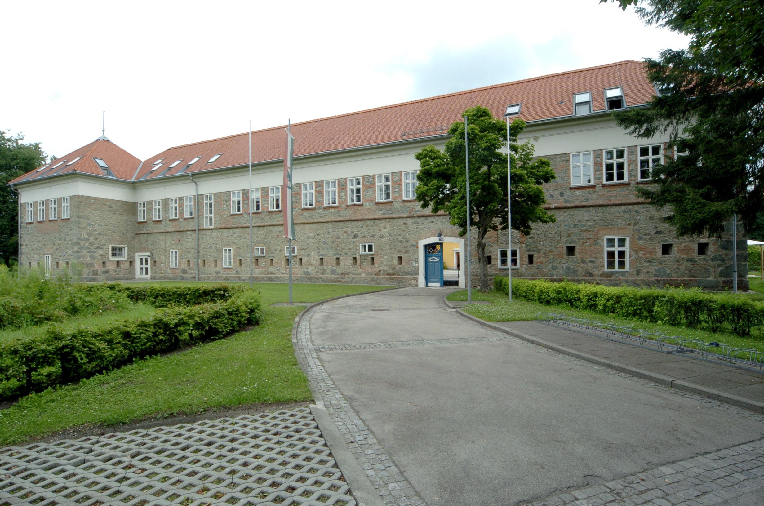 """Volksschule """"Festung """" © by Johann Jaritz"""