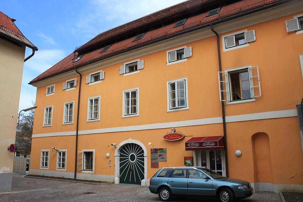 Wohn- und Geschäftshaus © by Raul de Chissota